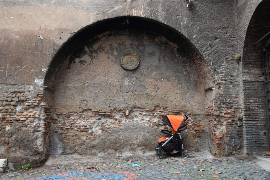madri-che-rifiutano-il-proprio-ruolo-i-casi-di-brescia-e-roma