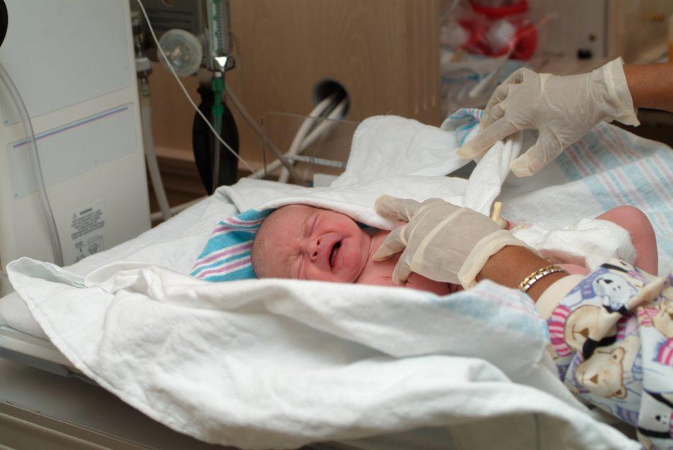 in-cina-un-neonato-perde-una-gamba-a-causa-di-un-phon-lasciato-acceso