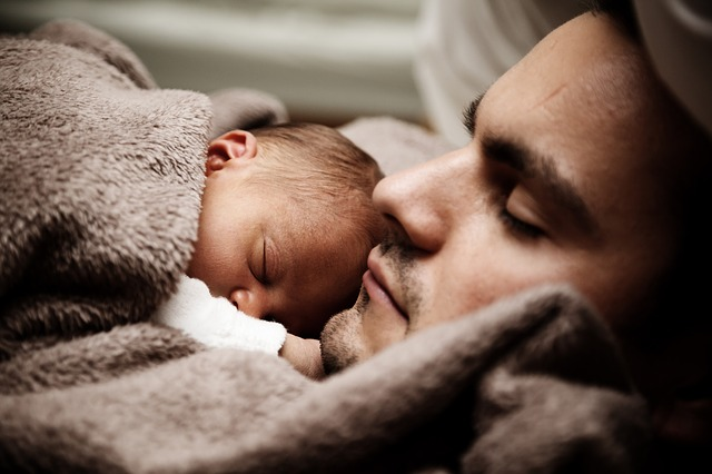 carezze-e-coccole-sono-indispensabili-allo-sviluppo-cerebrale-del-neonato