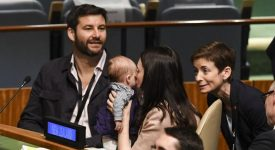 first-baby-della-nuova-zelanda-a-soli-tre-mesi-prende-parte-allassemblea-generale-dellonu