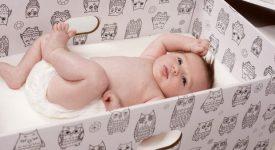 neonatologi-contro-la-scatola-di-cartone-finlandese-non-e-adatta-al-riposo-dei-bambini