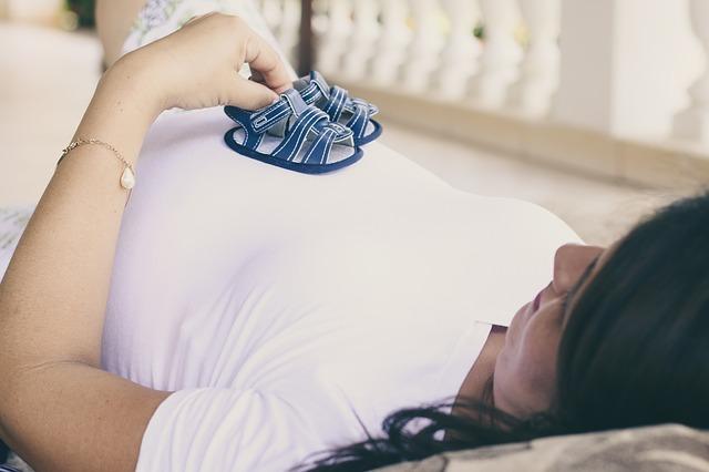 manovra-novita-per-il-congedo-di-maternita-sara-possibile-lavorare-fino-al-nono-mese