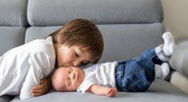 fratelli-e-gelosie-come-evitarle-con-bebe