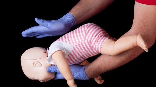 bimba-di-due-mesi-non-respira-la-mamma-la-salva-la-salva-guidata-al-telefono-dagli-operatori