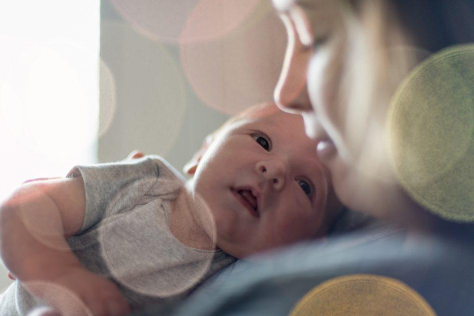 i-neonati-sanno-gia-riconoscere-i-volti-una-scoperta-che-aiutera-la-diagnosi-di-autismo