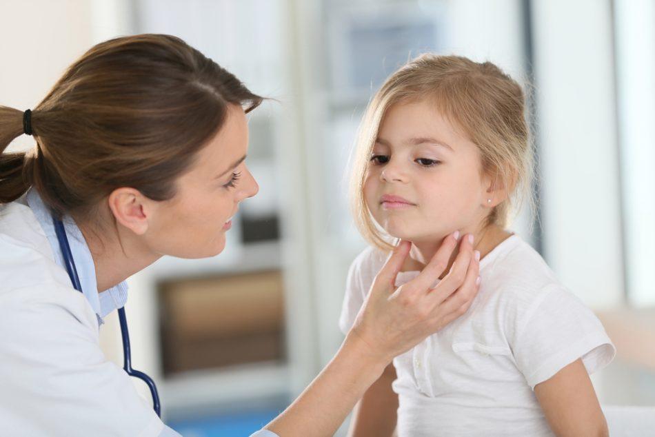perche-alcuni-bambini-soffrono-spesso-di-mal-di-gola