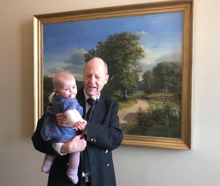 deputata-danese-porta-la-figlia-in-parlamento-le-critiche-dellassemblea