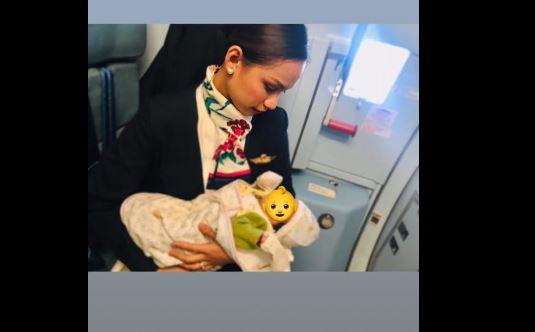 filippine-hostess-allatta-il-figlio-di-un-passeggero