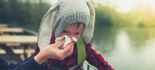 insegnare-ai-bambini-a-soffiarsi-il-naso