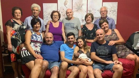 la-storia-di-nicolo-il-bambino-con-13-nonni