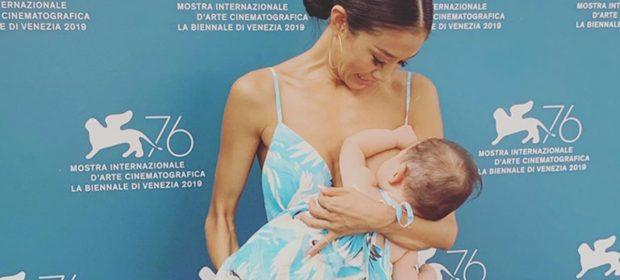 festival-del-cinema-di-venezia-lattrice-sachiko-fukumoto-allatta-sul-red-carpet
