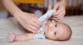 come-vestire-i-neonati-ecco-i-consigli-per-farlo-in-modo-pratico-e-con-delicatezza