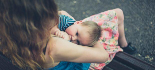 allattamento-in-pubblico-da-fastidio