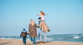 il-mare-non-chiude-mai-ladozione-di-tre-figli-e-la-costruzione-di-un-amore