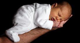 la-peluria-nei-neonati-deve-preoccupare-i-genitori?