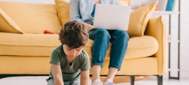 genitori-e-lavoro:-uno-su-3-si-licenzia-per-seguire-i-figli