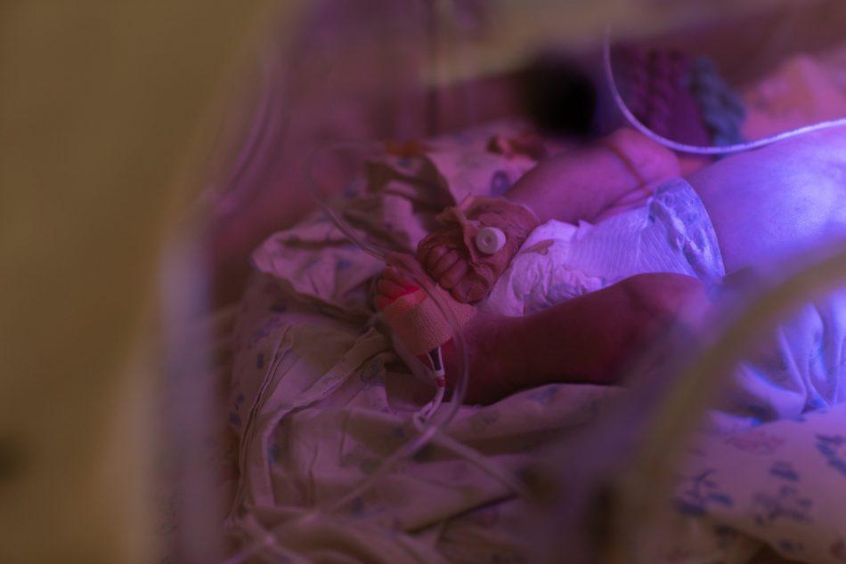 palermo-neonati-in-terapia-intensiva-un-primario-li-avvicina-ai-genitori-grazie-a-skype