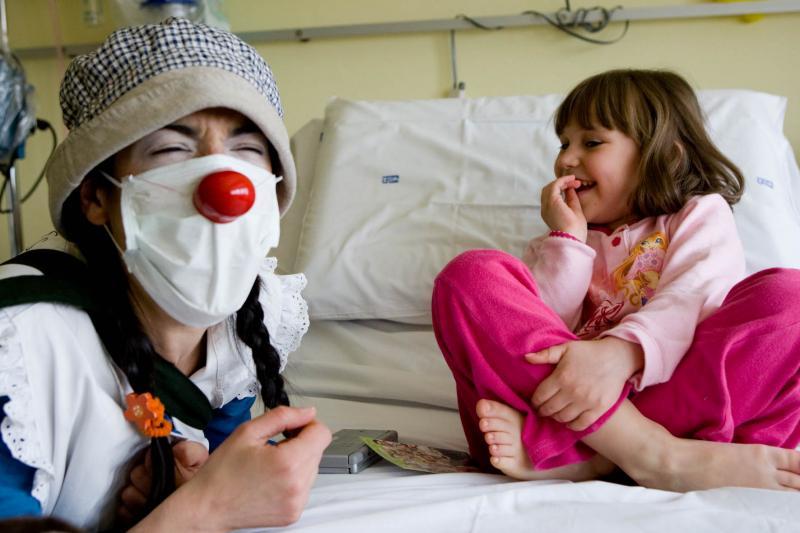 """dottori-del-sorriso:-""""non-lasciamoli-soli""""-videochiamate-per-far-divertire-i-bambini-in-reparto"""