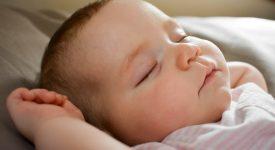 bambino-da-due-sonnellini-a-uno