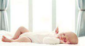 far-addormentare-il-neonato-con-un-fazzoletto-il-bizzarro-metodo-giapponese