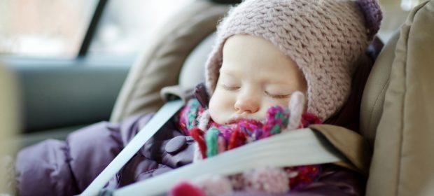 bimbi-in-auto-in-inverno-come-viaggiare-in-sicurezza