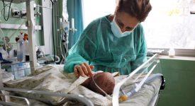 bologna-neonato-di-5-giorni-respira-grazie-a-un-delicato-intervento-alle-corde-vocali