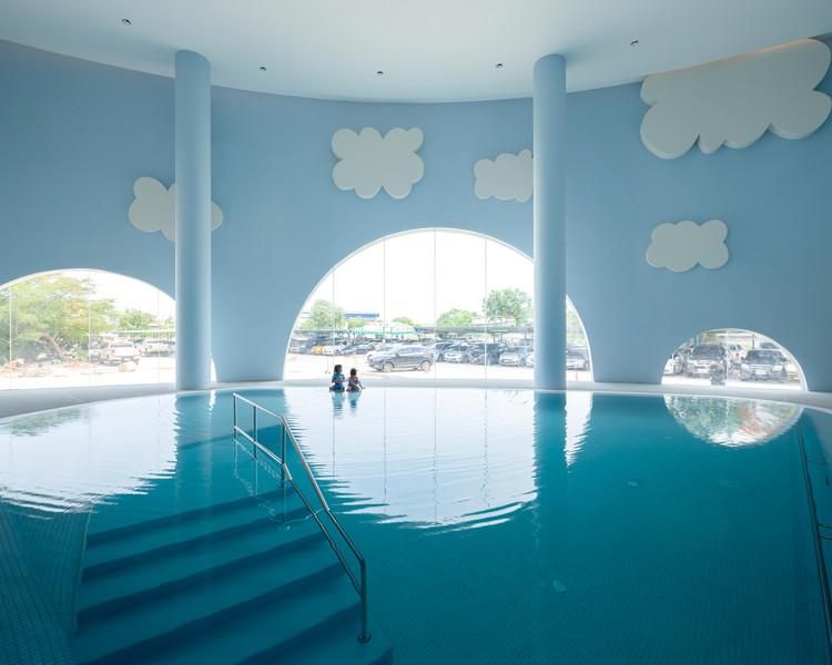 scivoli-e-piscina-per-guarire-divertendosi-il-magico-mondo-di-un-ospedale-pediatrico-thailansdese