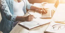 conciliare-maternita-e-lavoro-si-puo-fare-come-allestire-un-ufficio-a-casa