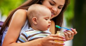 la-denuncia-delloms-gli-alimenti-per-neonati-contengono-troppi-zuccheri